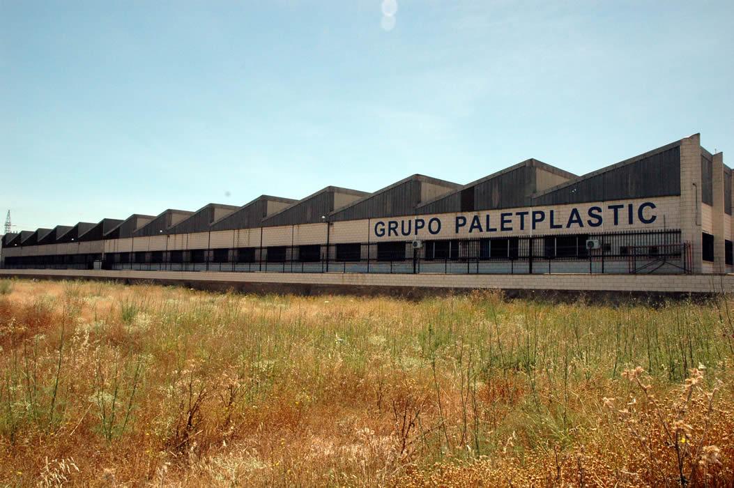 Paletplastic envases y palets para la industria